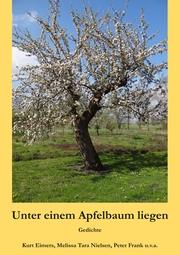 Unter einem Apfelbaum liegen